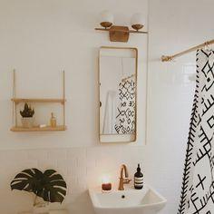 Minimalist bathroom bliss c/o @hayley.feldman on Instagram