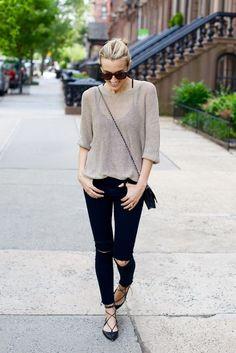 Light long sleeve shirt over a tank + Black skinny jeans + flats