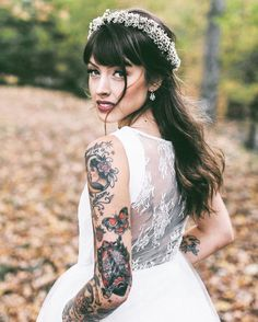 I was talking to a gal yesterday who covered by very nice traditional tattoos. It is a such inspiration to make me doing research about the bride with tattoos. The result is amazing. As a big fan of tattoo I suggest that better to show off your tats rather than hide them on your big day. That is you! #bridewithtattoos #tattooedbride #tattoo #weddingtips