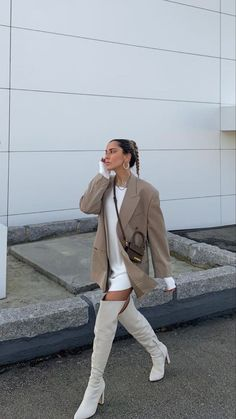 Follow our Pinterest Zaza_muse for more similar pictures :) Instagram: @zaza.muse   Style Inspiration. Women's style. Blazer Fashion, Fashion Outfits, Womens Fashion, Street Chic, Street Style, Winter Fits, Model Outfits, Vintage Couture, Cute Casual Outfits