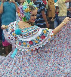 Linda Pollera Montuna Panama. Gabriela Garrido, Calle Abajo de Las Tablas 2015.