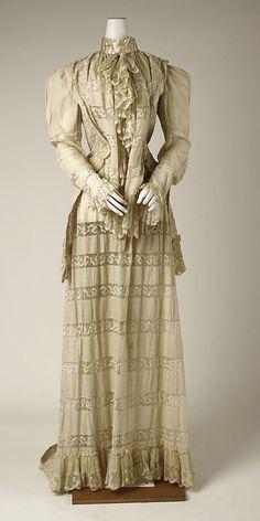 Tea gown (1890s)