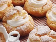 牛乳de簡単シュークリーム♥の画像 Doughnut, A Food, Cream, Cooking, Desserts, Recipes, Drinks, Creme Caramel, Kitchen