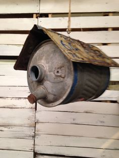 Gas can bird house with a license plate roof. Gas can bird house with a license plate roof. The post Gas can bird house with a license plate roof. appeared first on Deco. Garden Crafts, Garden Projects, Wood Projects, Bird House Feeder, Bird House Plans, Bird Houses Diy, Bird Boxes, Upcycled Crafts, Repurposed