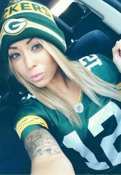 Female Football, Football Girls, American Football, Nfl Football Helmets, Football Fans, Green Bay Packers Wallpaper, Hot Fan, Skate Girl, Go Pack Go