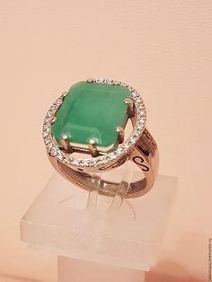 9ea2380aa20d Купить или заказать Кольцо золотое с бриллиантами и халцедоном в интернет-магазине  на Ярмарке Мастеров. Кольцо из белого золота 585 пробы с бриллиантами 36 ...