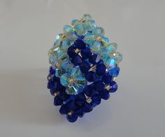 Blue and green ring 2 Interlaced squares of Swarovski crystal beads Jewelry Making Beads, Diy Jewelry, Beaded Jewelry, Jewelry Box, Jewelry Necklaces, Beaded Watches, Green Rings, Crochet Baby Shoes, Swarovski Crystal Beads