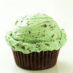 Chocolate Cupcakes with Fluffy Mint Chocolate Chip Buttercream Frosting
