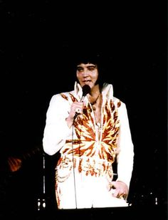 Elvis - Dayton,OH. October 26th 1976 - wearing the Flame jumpsuit