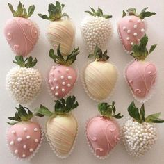 One more dose of these pretties. Sweet dreams One more dose of these pretties. Chocolate Dipped Strawberries, Chocolate Covered Strawberries, Wedding Strawberries, Strawberry Dip, Strawberry Recipes, Strawberry Shortcake, Homemade Chocolate, Hot Chocolate, Cute Food