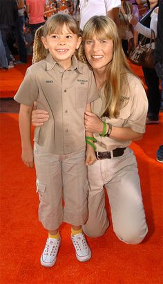 You Won't Believe What The Crocodile Hunter's Daughter Bindi Irwin Looks Like Now! Click Here To See: http://wet.pt/Z3rNOO