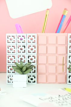 Okay. I have to warn you. I am SERIOUSLY OBSESSED with today's DIY. Like, I just want to sit and stare and the cuteness that is this Palm S...