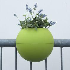 ballcony.de: bloomball railingplanter. Design: Michael Hilgers