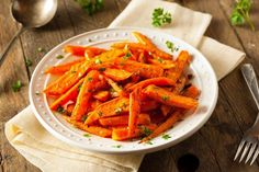 Instant Pot Glazed Carrots - A touch of honey flavors these tender carrots and best to serve in dinner. Instant Pot Glazed Carrots 1 pound carrots (peeled and sliced cup tbsp cup golden tbsp unsalted butter tsp … Honey Glazed Roasted Carrots, Baked Carrots, Roasted Chicken, Carrot Fries, Slender Kitchen, Carrot Sticks, Broccoli Beef, Healthy Sides, Eating Raw