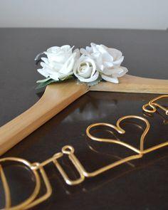 cabide personalizado para noivas com flores - Faça Você Mesma!!