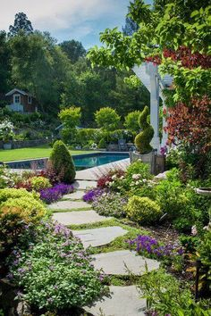 37 Flower Landscape Design Ideas to have a Colorful Garden - Backyard Landscaping Amazing Gardens, Beautiful Gardens, Path Ideas, Walkway Ideas, Entrance Ideas, Path Design, Design Ideas, Diy Design, Custom Design
