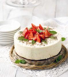 Strawberry rhubarb quark cake / Mansikka-raparperi rahkakakku