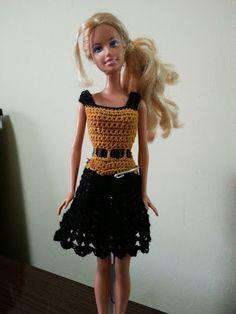 Tati Artesanatos: Vestido Barbie amarelo queimado com preto