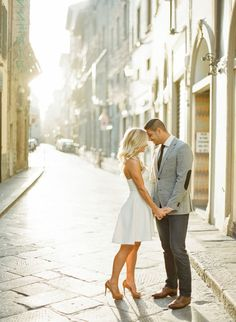 Florence, Italy engagement shoot: http://www.stylemepretty.com/2016/09/13/florence-italy-engagement-session/ Photography: KT Merry - https://www.ktmerry.com/