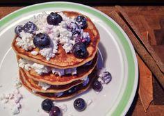 Jednoduché a efektné! Práve také sú tieto chutné lievances vôňou škorice, ktorá prevonia váš domov a zároveň sa postará o stabilizáciu cukru v krvi. Ak špaldovú múku v recepte nahradíte kokosovou,… Pancakes, Vegan, Breakfast Ideas, Morning Tea Ideas, Pancake, Vegans, Crepes