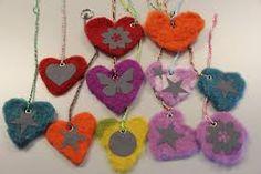 Kuvahaun tulos haulle heijastin Yarn Crafts For Kids, Diy For Kids, Diy And Crafts, Felt Crafts, Textile Fabrics, Work Inspiration, Big Shot, Handicraft, Decoupage