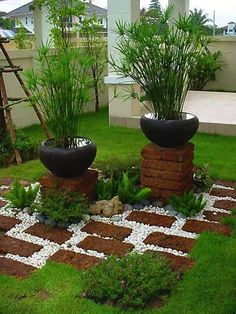 the red bricks to create attractive pedestals for flower pots