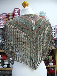 Super_eyelet_shawl_back_small2