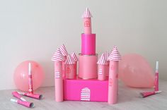 Cette activité manuelle pourra être le point de départ d'une déco pour un anniversaire girly sur le thème princesse. Retrouvez recettes, loisirs créatifs, trucs et astuces avec les essuie-tout de la marque OKAY.