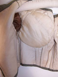 Recreating this bodice on my reform dress bloomer outfit, using same colours. Victorian Green & Blue Silk Bust Enhancer Padded Ball Gown Bodice Top lining Close up. Victorian Women, Victorian Fashion, Vintage Fashion, Victorian Era, Historical Costume, Historical Clothing, 1850s Fashion, Bodice Top, Civil War Dress
