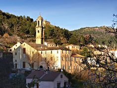 Morosaglia Eglise  / Morosaglia, Geburtsort von Pasquale Paoli, Revolutionär und Widerstandskämpfer des 18. Jahrhunderts Beautiful Islands, Beautiful Places, Architecture Religieuse, Chapelle, Sardinia, Tours, Italy, Mansions, House Styles