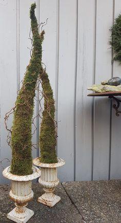 Et alternativt juletre som ikke drysser.   SkarpiHagen Wicker Baskets, Plant Hanger, Christmas Crafts, Plants, Home Decor, Alternative, Decoration Home, Room Decor, Plant