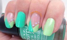 Manicura geométrica en tonos verdes, ¡fresca y juvenil!