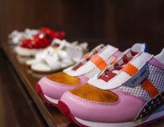 Estas sapatilhas super coloridas da Dolce & Gabbana acabaram de chegar. São perfeitas para um look divertido e desportivo, não acham? - These super colorful Dolce & Gabbana sneakers have just arrived. They are perfect for a fun and sporty look, don't you think? #newcollection #spring #summer #ss16 #fashion