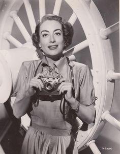 Joan Crawford Hollywood Cinema, Classic Hollywood, Film Institute, Female Stars, Joan Crawford, Showgirls, Dancer, Photoshoot, Actresses