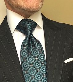 London York Executive Knot Tie: Designed to make a substantial, elegant knot, and a very polished executive statement. 79 designs available in Regular and XL (for men to Stylish Mens Fashion, Mens Fashion Suits, Smart Casual Menswear, Sperrys Men, Designer Suits For Men, Business Casual Men, Classy Men, Dapper Men, American Eagle Men