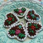 These are crochet hearts, but I would like to adapt them to felt hearts.
