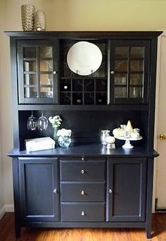 Love this hutch makeover ...
