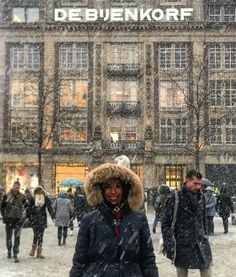 Winter in Amsterdam  . . . #amsterdam #iamsterdam #holland #igersholland #netherlands #winter #winterwonderland #snow #snowing #bijenkorf #winter2017 #snowing