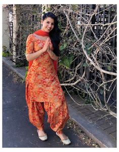 Salwar Suit Neck Designs, Salwar Designs, Kurta Designs Women, Kurti Designs Party Wear, Casual Indian Fashion, Punjabi Fashion, Indian Fashion Dresses, Indian Designer Outfits, Bollywood Fashion