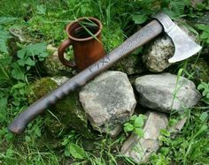 All things Viking, Celtic and Nature related Knives And Tools, Knives And Swords, Tomahawk Axe, Beil, La Forge, Viking Axe, Battle Axe, Arm Armor, Fantasy Weapons