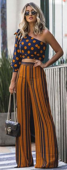 awesome summer outfit idea / printed one shoulder top + stripped wide pants + bag - LuvSoMuch Chic Outfits, Summer Outfits, Fashion Outfits, Womens Fashion, Modern Hippie Style, Modern Gypsy, Look Fashion, Fashion Design, Wide Pants