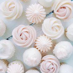 Wedding Journal Samantha Wills Loves Nectar & Stone desserts! Wedding, Bridal, Bomboniere, cookies, hearts, dessert bar , Wedding cake , macaroon , cupcakes