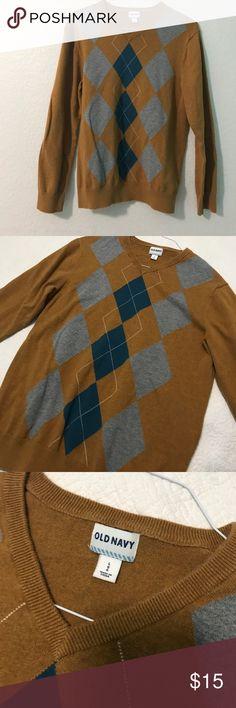 Old Navy V- neck Argyle sweater Old Navy V-Neck Argyle sweater- perfect for fall Old Navy Sweaters V-Neck