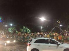 Manifestantes em FORTALEZA pedem a renúncia da presidente Dilma Rousseff.  #OcupaBrasilia