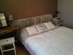 T te de lit enti rement r alis e avec de vieux volets persiennes volets p - Tete de lit avec vieux volets ...