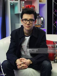 Asa Butterfield visits the Young Hollywood Studio on January 17, 2017 in Los Angeles, California.