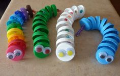 This page is a lot of caterpillar crafts for kids. There are caterpillar craft ideas and projects for kids. If you want teach the animals easy and fun to kids,you . Kids Crafts, Projects For Kids, Diy For Kids, Arts And Crafts, Craft Projects, Bottle Top Crafts, Plastic Bottle Crafts, Plastic Caps, Preschool Art