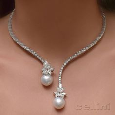 Lovely necklace of pearls and diamonds - Diamond Jewelry India Jewelry, Pearl Jewelry, Diamond Jewelry, Gold Jewelry, Jewelry Accessories, Fine Jewelry, Jewelry Necklaces, Jewelry Design, Women Jewelry