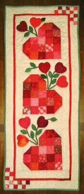 "My Quilt Diary: Love in Bloom Love in Bloom"" table runner adapted from a pattern for a wall hanging in the Jan/Feb 2010 issue of McCalls Quilting magazine. Table Runner And Placemats, Table Runner Pattern, Quilted Table Runners, Small Quilts, Mini Quilts, Applique Quilts, Patchwork Quilting, Quilting Board, Quilting Projects"