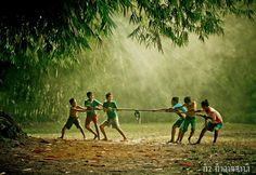 Indonesian traditional childrens games by Village Kids, Village People, Childhood Games, My Childhood Memories, Village Photography, Children Photography, Naughty Kids, Earth Song, Vietnam Voyage